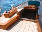 Coperta di barca a vela verniciata e protetta con vernici Plack