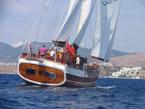 Barca a vela verniciata e protetta con vernici all'acqua Plack