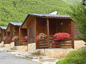 bungalows in legno verniciati e protetti con impregnante all'acqua Plack