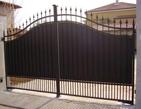cancello in ferro verniciato e protetto con antiruggine all'acqua grigia e smalto all'acqua nero Plack