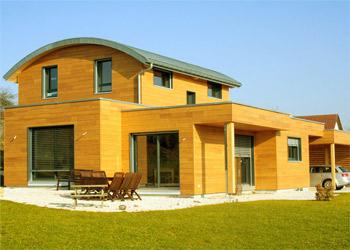 casa in legno verniciata e protetta con impregnante e finitura all'acqua Plack