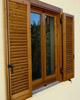 finestre e persiane protette con impregnante e finitura all'acqua per legno da esterno Plack