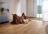 Pavimento in legno parquet e listoni verniciato e protetto con vernice all'acqua Plack