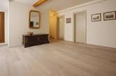 Pavimento in legno parquet e listoni verniciato e protetto con vernici all'acqua Plack